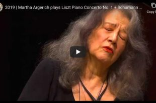 Bach - Gavottes from English Suite No. 3 - Argerich, Piano