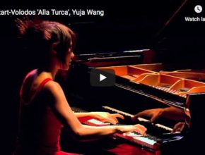 La pianiste Yuja Wang interprète un arrangement par Volodos de la célèbre Marche Turque de Mozart